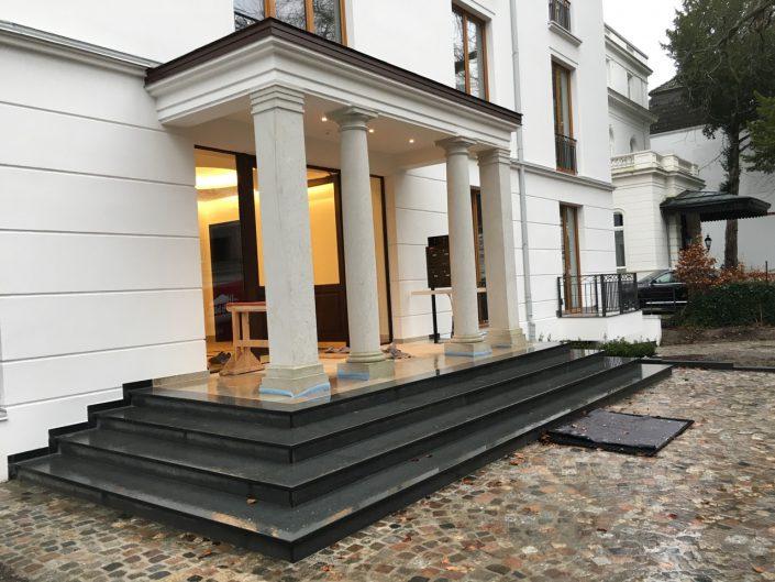 in Hamburg, Treppenhaus und Eingang